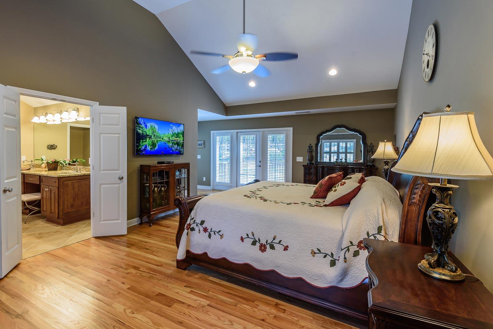 Dynamic Master Suite Sunroom And Garage In Marietta