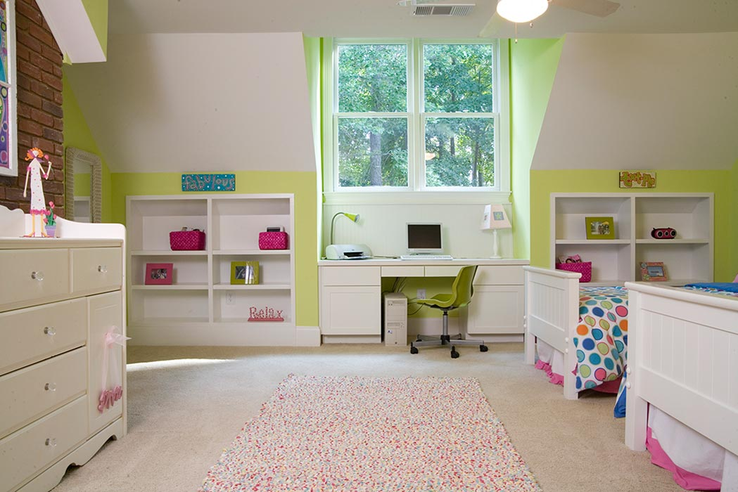 Built-in desk and book cases in children's bedroom