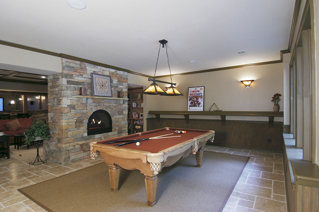 Gameroom or pooltable room