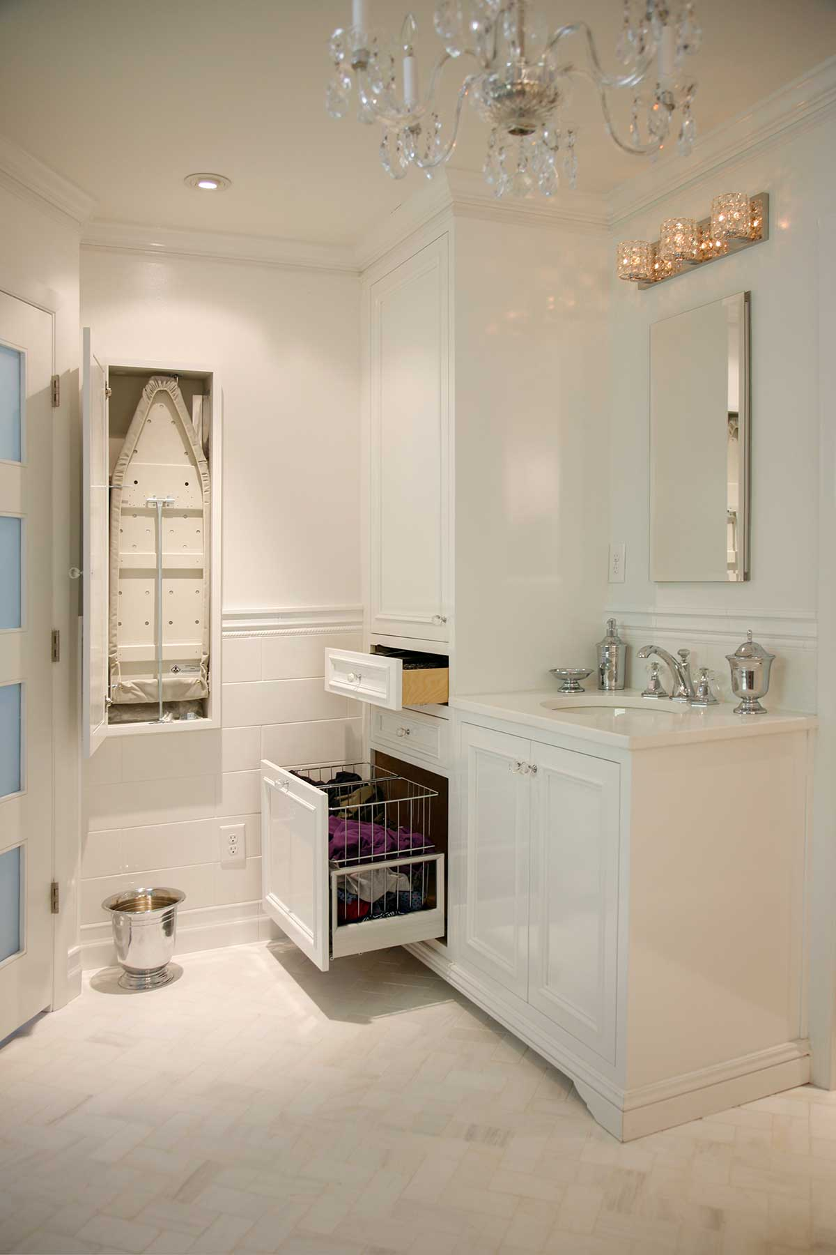 Pull-out drawers in vanity