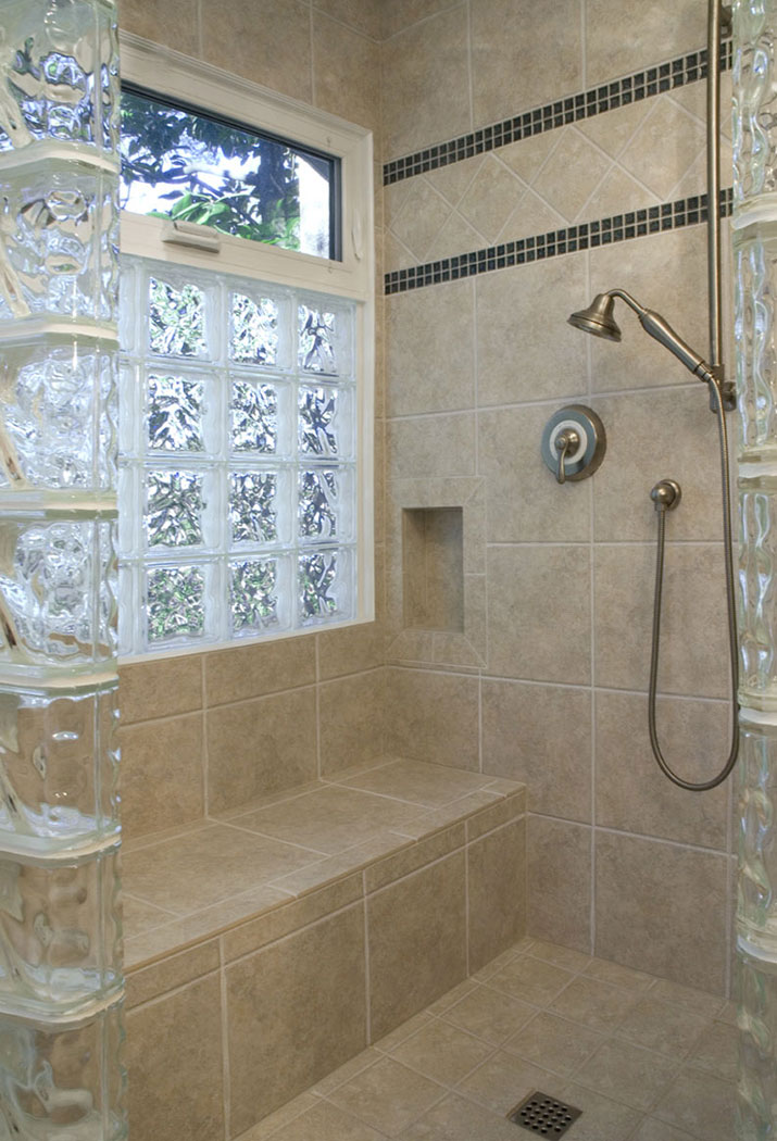 Walk in shower with bench seat