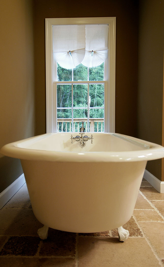 Freestanding tub close-up
